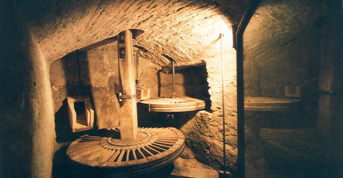<p>Imagen del c&aacute;rcavo del Molino de las Tres Eras sin agua.</p>