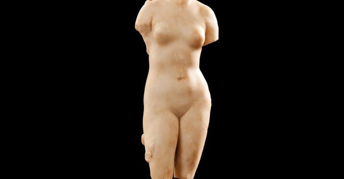 <p>Escultura de m&aacute;rmol del siglo I d. C. que representa a la diosa Venus</p>