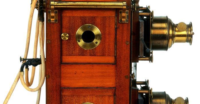 <p>Llanterna m&agrave;gica de doble objectiu, Butcher &amp; Sons Ltd. Biunial, Gran Bretanya, <em>c.</em> 1880</p>