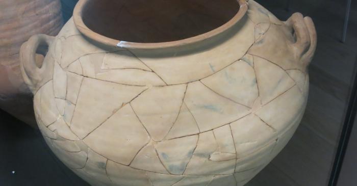 <p>Gran tinaja hallada en el fondo del pozo del poblado de Can Xercavins</p>