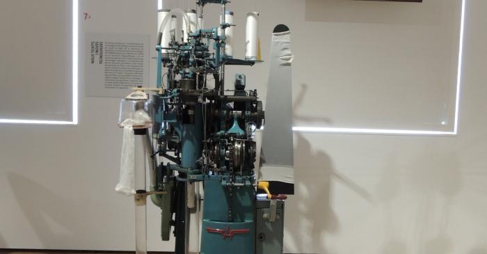 <p><strong>Teler circular per a la fabricaci&oacute; de mitges</strong></p> <p>1965</p> <p>Albo, SA (Matar&oacute;)</p> <p>Foto: Museu de Matar&oacute;</p>