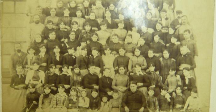 <p><strong>Treballadores de la secci&oacute; de teixits</strong></p> <p>1910</p> <p>F&aacute;brica de Hilados y Tejidos Hijos de Antonio Escub&oacute;s</p> <p>Matar&oacute;</p> <p>Arxiu d&rsquo;Imatges de la Fundaci&oacute; Jaume Vilaseca</p>