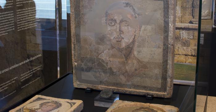 <p>Mosaic parietal amb representaci&oacute; masculina</p>