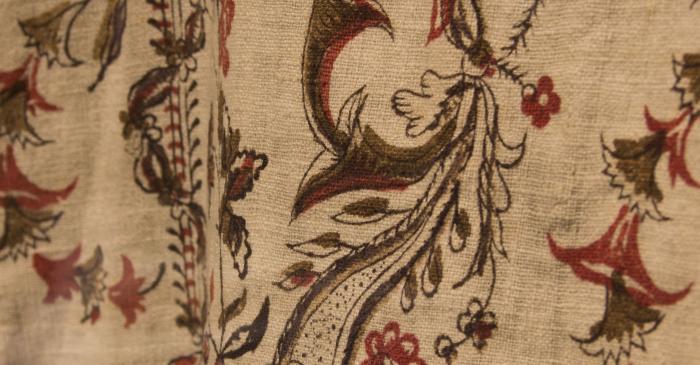 <p>Vestit de la Mare de D&eacute;u de la Guia. Estampat d&rsquo;indianes.&nbsp;Museu de la Garrotxa</p>
