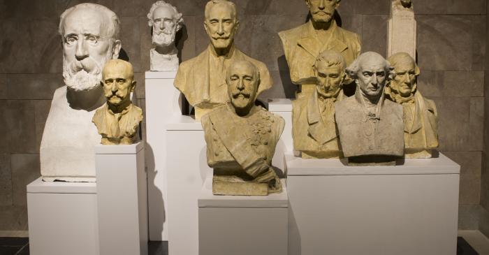 <p>Fotografia conjunta de caps masculins. Museu de la Garrotxa</p>