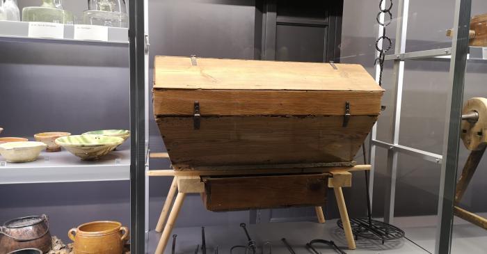 Kitchen equipment case