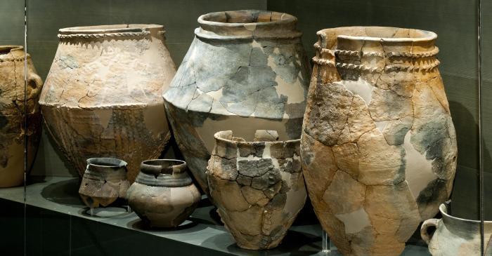<p>Quelques pots en c&eacute;ramique originaires du gisement de Gen&oacute; (Aitona)</p>
