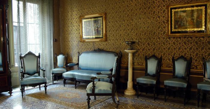 <p>Le Salon bleu est une des pi&egrave;ces les plus luxueuses de la maison et o&ugrave; l&rsquo;on trouve le mobilier et la d&eacute;coration les plus riches. MCC. Photo: Jordi Balcells.</p>