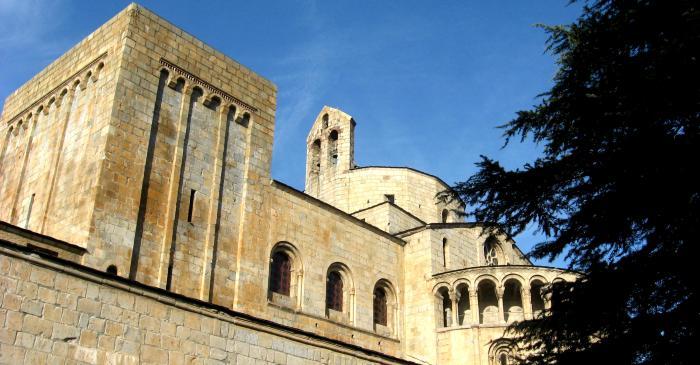 <p>Catedral de Santa Maria, d&rsquo;estil rom&agrave;nic, segle XII. Declarada monument historicoart&iacute;stic el 1931.</p>