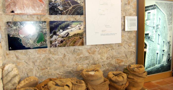 <p>Sal de varias salinas de los Pa&iacute;ses Catalanes. Plano del comercio de la sal y del edificio del Alfol&iacute;.</p>