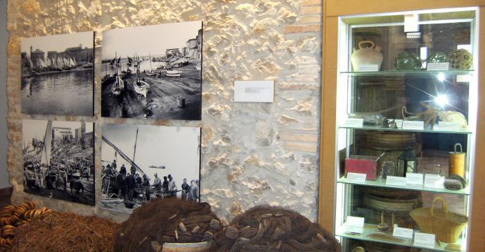 <p>Fotos antiguas de la salida y llegada de las muletas de sardinales con objetos de la &eacute;poca.</p>