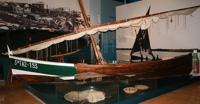 <p>Les drassanes i la pesca fluvial al riu Ebre, dues activitats desaparegudes.</p>