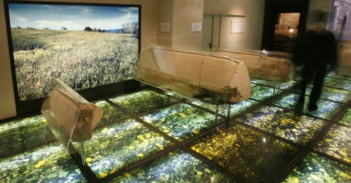 <p>Room dedicated to the Jewish cemetery, with funerary stones from the Girona&rsquo;s Montju&iuml;c.</p>