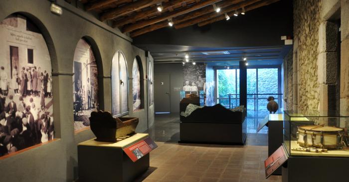 <p>Sala &ldquo;El mas al Montseny&rdquo;.</p>
