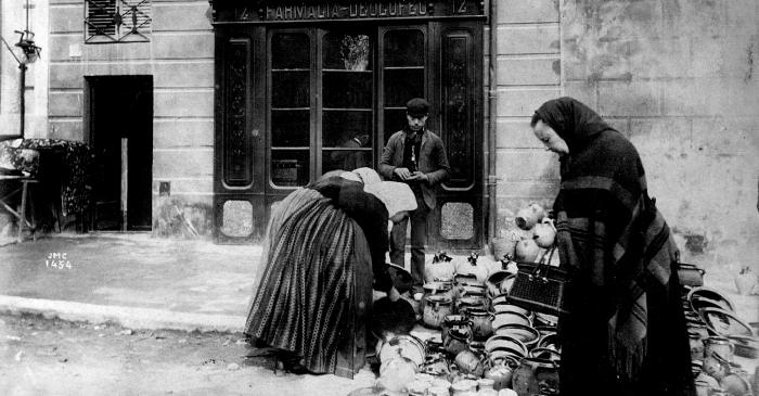 <p>Parada de terrissa, la Rambla, Figueres, 1888-1889. Autor: Josep Maria Cañellas. Àlbum Rubaudonadeu - Biblioteca Fages de Climent.</p>