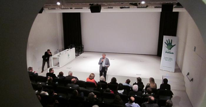 <p>El auditorio Miquel Vincke &amp; Meyer en uno de sus m&uacute;ltiples actos. Archivo de Im&aacute;genes del Museo del Corcho de Palafrugell.</p>