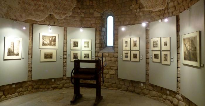 <p>Dans l'abside du mus&eacute;e est expos&eacute;e une s&eacute;lection des meilleures eaux-fortes de l'artiste.</p>