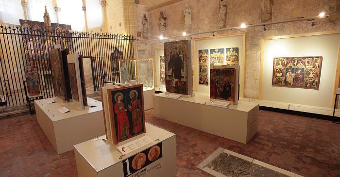 <p>La sala II del museu ocupa l&rsquo;antiga capella de Corpus Christi, constru&iuml;da entre els segles XIII-XV.</p>