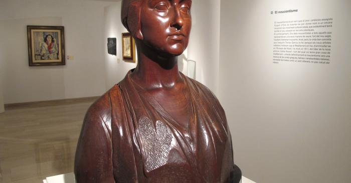 <p>Sculpture de Joan Borrell qui nous pr&eacute;sente l'espace consacr&eacute; au <em>noucentisme</em></p>