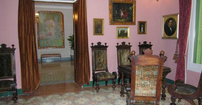 <p>The quarto de reixa and the entrance hall Photo: Terrassa Museum</p>