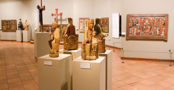 <p>Sala de pintura i escultura rom&agrave;nica del Museu Episcopal de Vic</p>