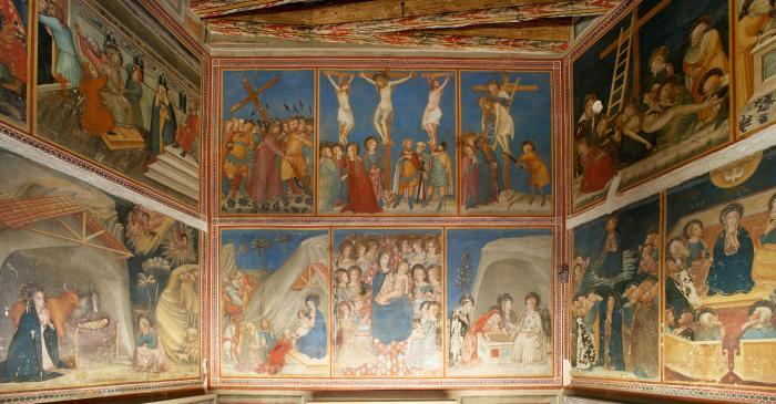 <p>Frontal detail of the Chapel of Sant Miquel murals</p>