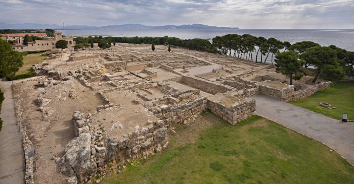 <p>Vista general de la ciutat grega d&rsquo;Emp&uacute;ries</p>