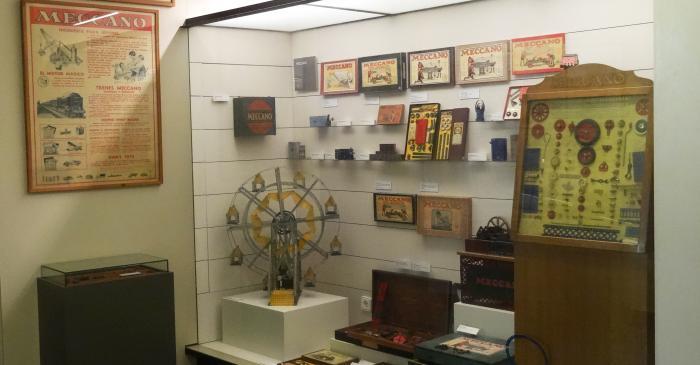 <p>L&rsquo;&egrave;xit internacional de Meccano don&agrave; peu a la creaci&oacute; d&rsquo;altres jocs de construcci&oacute;, com Metaling i Trix. Foto: &copy; MJC</p>