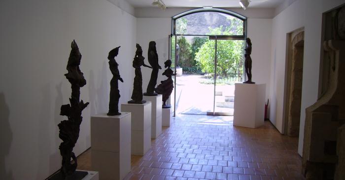 """<p><strong><span style=""""font-weight: 400;"""">El Museu Apel&middot;les Fenosa conserva originals en terra cuita i escultures en bronze de l&rsquo;artista</span></strong>.</p>"""
