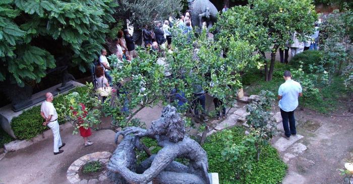 """<p><strong><span style=""""font-weight: 400;"""">L'interior del museu sorprèn amb un jardí mediterrani ple d'escultures en bronze</span></strong>.</p>"""