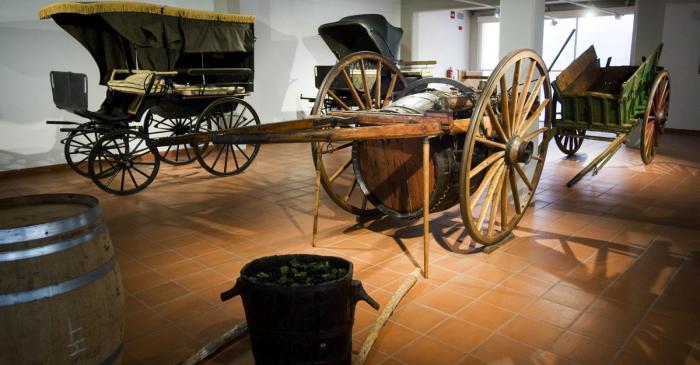 <p>La colecci&oacute;n de carros finaliza en el tractor como muestra de la evoluci&oacute;n de la maquinaria en el mundo rural.</p>