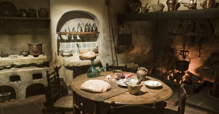 <p>Una de las escenograf&iacute;as del museo: la cocina de una casa campesina.</p>