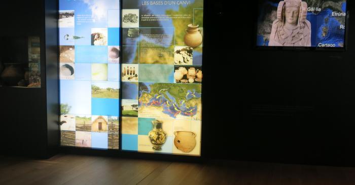 <p>Plafons i audiovisual en què s'explica l'origen de la cultura ibèrica</p>
