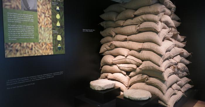 <p>Detalle de los sacos que ejemplifican la capacidad de un silo</p>