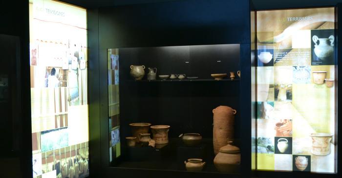 <p>Plafons dels artesans i les teixidores, i conjunt de ceràmica</p>