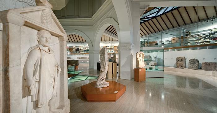 <p>La romanització i la ciutat romana. La colònia romana de Barcino es va fundar a finals del segle I aC.</p>