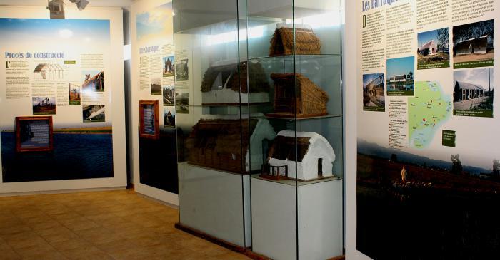 <p>Ces baraques, construction populaire, mill&eacute;naire et singuli&egrave;re, constituent l'un des symboles du delta de l'&Egrave;bre.</p>