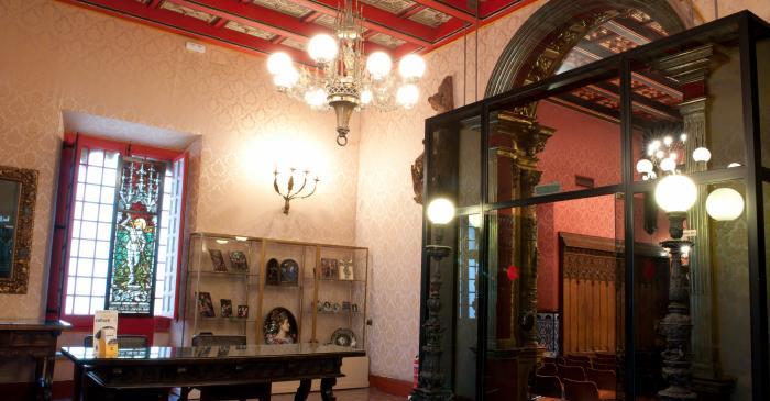 <p>Vest&iacute;bulo del Palacio de Maricel</p>