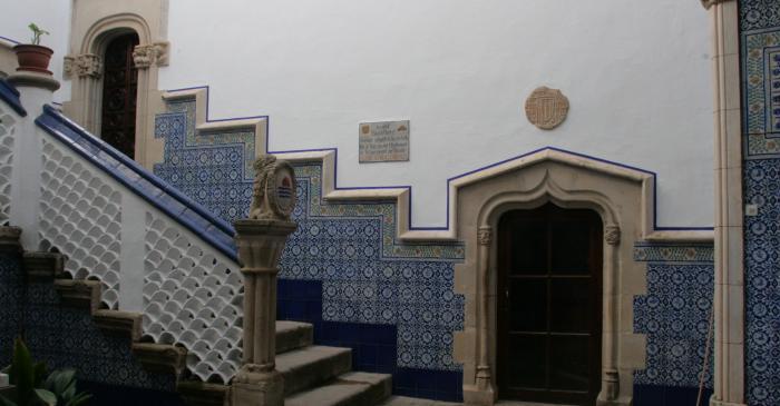 <p>La entrada al Palacio de Maricel</p>
