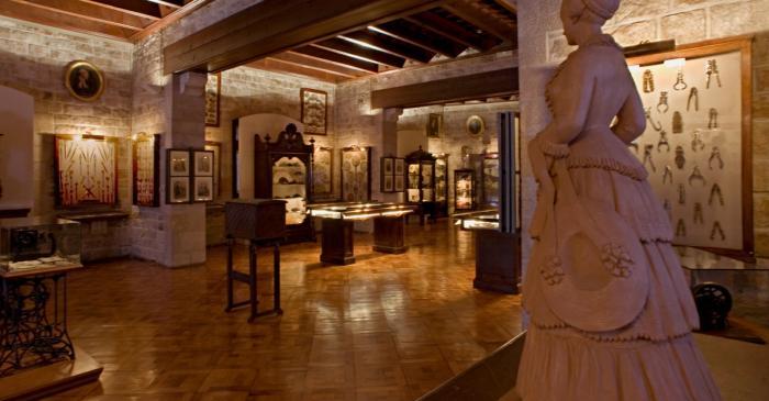 <p>Salle des femmes. &copy;&nbsp;Museu Frederic Mar&egrave;s. Photo : Patr&iacute;cia Bofill</p>