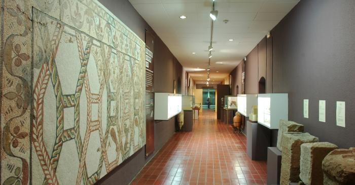 <p>Mosaic rom&agrave; de Sant Aman&ccedil; de Vilad&eacute;s (Rajadell), segle IV dC</p>