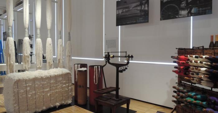 <p>Vista de l'espai dedicat als processos de filatura</p> <p>© Museu de Mataró</p>
