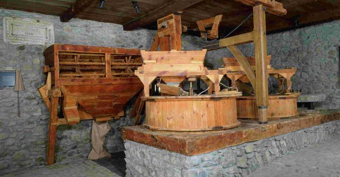 <p>La chemin&eacute;e &eacute;tait un &eacute;l&eacute;ment indispensable dans les moulins &agrave; farine aranais.</p>
