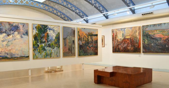<p>En esta sala se exponen las antiguas pinturas que decoraban las paredes del Cafè Foment</p>