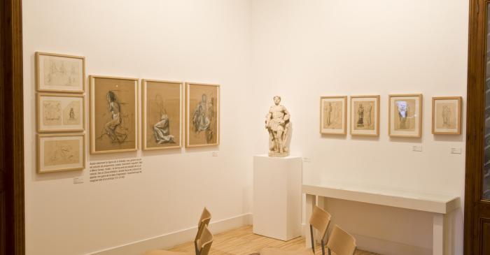 <p>Exposici&oacute;n temporal en el comedor.</p> <p><em>Jordi Arenas. El Baptisteri de Sant Josep i els primers enc&agrave;rrecs d&rsquo;escultura religiosa</em> (2010)</p> <p>Foto: Sergio Ruiz. Museu de Matar&oacute;</p>