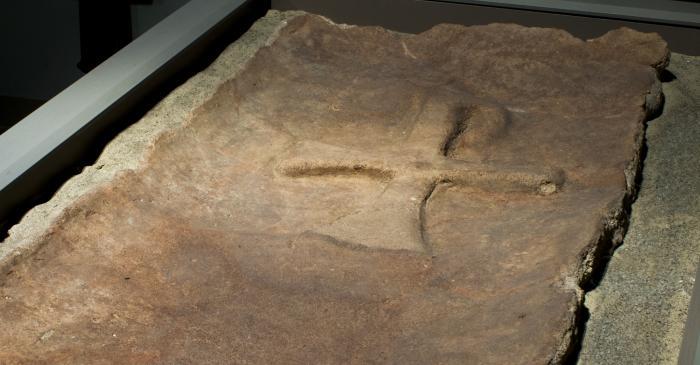 <p>Photo of the Paleo-Christian Tombstone. Author:&nbsp;Ramon Manent</p>
