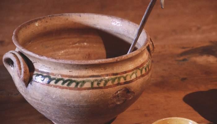 <p>Sopera de Gerri de la Sal, testimonio de la actividad artesanal desarrollada hasta mediados del siglo XX.</p>
