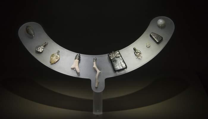 <p>Collaret d&rsquo;amulets de la fossa com&uacute; FS 163.</p>