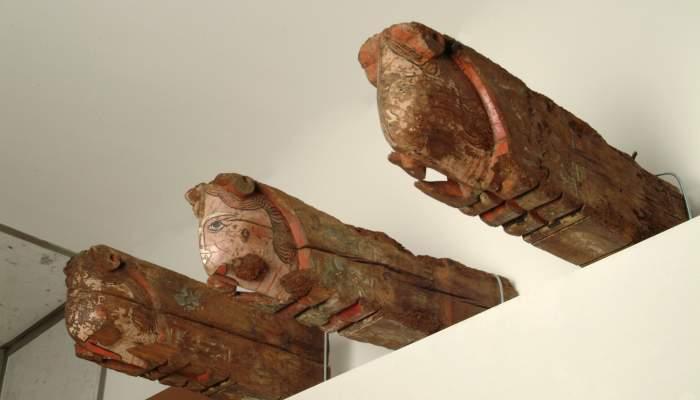 <p>M&egrave;nsules de teginat, procedents de l'esgl&eacute;sia del monestir de Sant Dom&egrave;nec, segona meitat del segle XIV.</p>