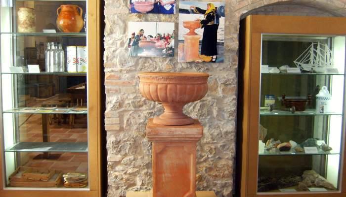 <p>Pebetero de la sal, de finales del siglo XX, para verter la sal del pa&iacute;s invitado en la Fiesta de la Sal.</p>